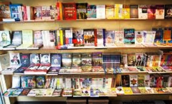 Четене на книги и учене от учебници